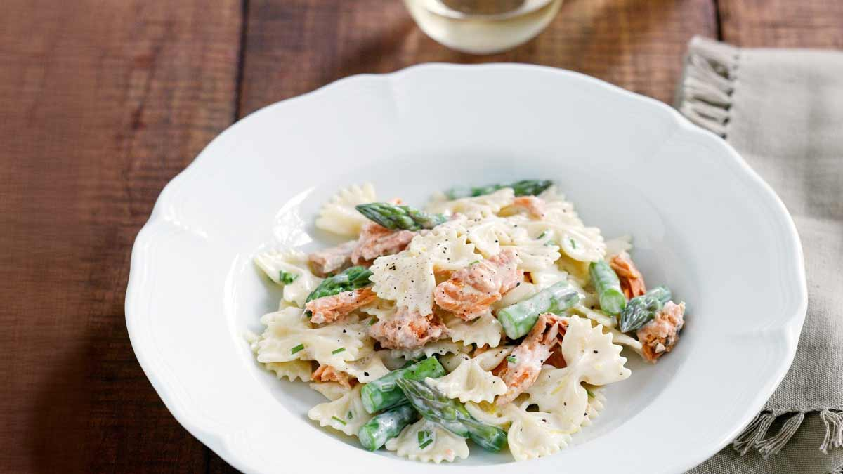 pasta-with-asparagus-and-salmon